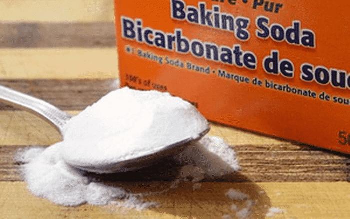 Baking soda là một trong các cách tẩy vết bẩn trên đệm cực kỳ hữu hiệu.
