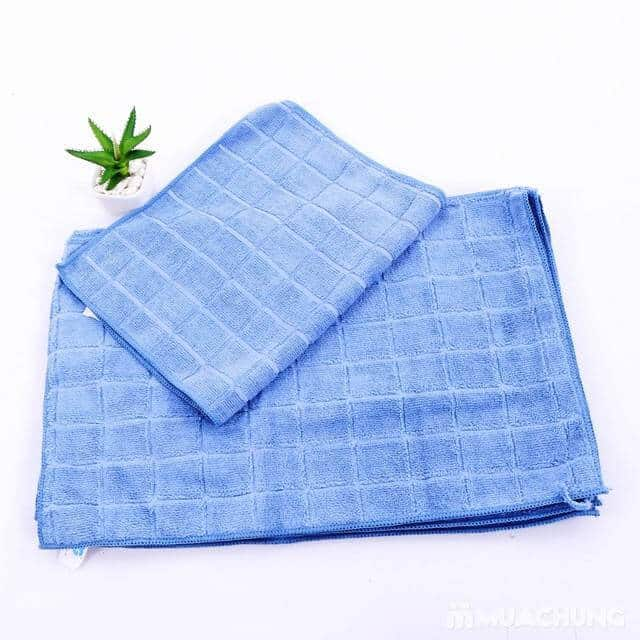Sử dụng khăn lạnh là một cách đơn giản làm sạch vết bẩn