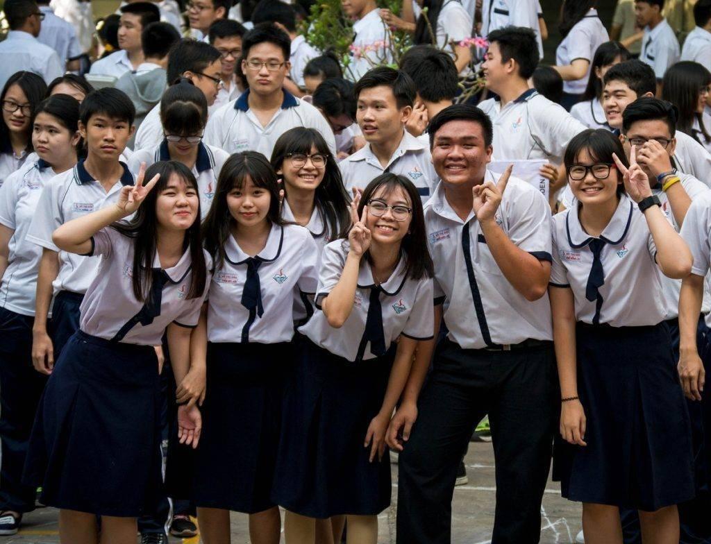 Đồng phục học sinh từ tiểu học đến phổ thông đều được may bằng vải Kate