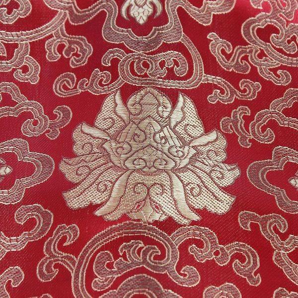 Khó có chất liệu nào vượt mặt độ bền của vải gấm