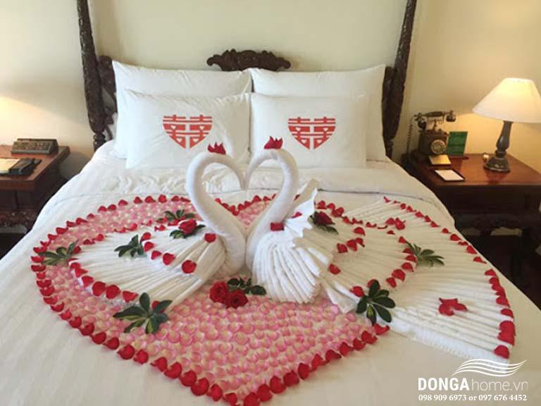 Cách gấp chăn ga cưới phổ biến cho đêm tân hôn